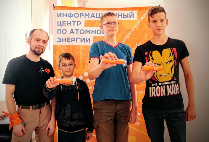 Фото к Полететь в космос или сделать татуировку: в Челябинске выступил популяризатор космонавтики Александр Хохлов