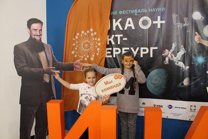 Фото к На завершении фестиваля науки в ИЦАЭ Санкт-Петербурга прозвучал терменвокс